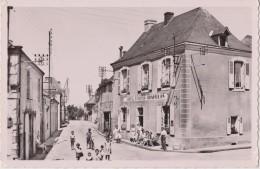 LOMBRON ( Sarthe ) Centre Du Bourg - Hôtel St MARTIN APAPILLON - Personnages Devant L'Hôtel ( Carte S. M. 9 X 14 ) - France