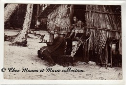 ASIE - UN COUPLE SUR LA PLAGE - MAISON SUR PILOTIS - CARTE PHOTO - Cartes Postales