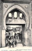 [DC3619] CPA - MAROCCO - TANGER - PORTE DU GRAND SOCCO EDITION SPECIALE DES MAGASINS MODERNE - NV - Old Postcard - Tanger