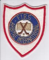 PARCHE DE TELA DE LA F.I.R.S. ARBITRAJE INTERNACIONAL (HOCKEY) - Escudos En Tela