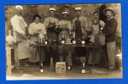 Belle Animation Scène , Table Vins Et Bouteilles Habillage Paille , Biscuits Fabreguettes Alger , Cpa Photo à Localiser - Photographie