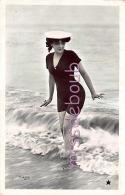 Photomontage Bord De Mer - Vague - FEMME  En Maillot De Bain Et Chapeau - 1906  - 2 Scans - Women