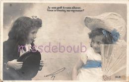 ENFANT - Fillettes Jouant  - Chapeaux - Eventail - Dos Précurseur - 2 Scans - Portraits