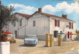 85 - VENDEE - Cpsm Cpm - Mervent - Hôtel De La Joletière - Station Essence - Voiture Peugeot - Défaut - Altri Comuni