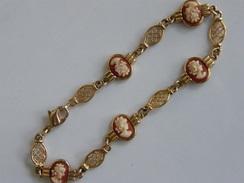 ANCIEN BRACELET PLAQUE OR ET 5 CAMES - Bracelets