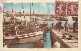 -ref-N221- Finistere - Guilvinec - Debarquement Des Langoustines - Pecheur - Pecheurs - Peche - Bateau - Bateaux - - Guilvinec