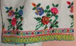WOMAN LONG SHIRT. NEEDLE WORK & BEADS, MOTIF ROSES, SOUTH SERBIA. UNIQUE. - Vintage Clothes & Linen