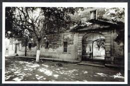 LE CAILAR - Place Ledru-Rolain, Entrée De La Mairie, Maison Du Peuple - Circulé - Circulated - Gelaufen - 1952. - France