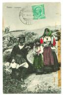 A50 682  Cpa    NUORO  Sardegna , Costumi Superbes ! 1909      2 SCANS !! ( Bande à  Droite  , Trace D´adhésif  ) - Nuoro