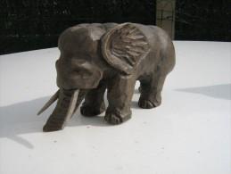 Eléphant  Sculpté En Bois Peint - Hauteur 7 Cm  Longueur 15 Cm   - Travail Artisanal - Bois