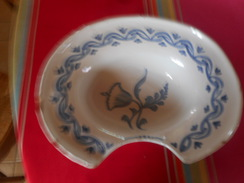 Plat à Barbe, ébréché,  Dimension 33 - Porzellan & Keramik