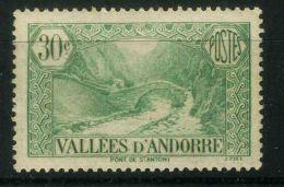 ANDORRE ( POSTE ) : Y&T N°  32  TIMBRE  NEUF  AVEC  TRACE  DE  CHARNIERE , A VOIR .