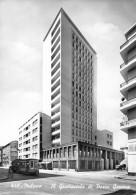 """04997 """"MILANO - IL GRATTACIELO DI PORTA GENOVA"""" TRAMWAY, APE. VERA FOTO. CART  SPED 1961 - Milano (Milan)"""