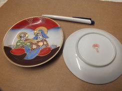 Japan  , 2 Teller   , Klein Oder Größer  Nach Wahl  ,  Reichlich Verziert Ca. 1950 - Asiatische Kunst
