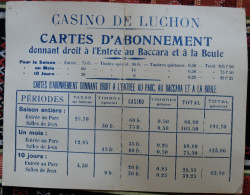 PANNEAU - CASINO DE LUCHON - CARTES D'ABONNEMENT - BACCARA ET BOULE - TARIFICATION - CARTONNEE - ANNEE 50/60? - Advertising