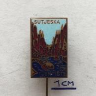 Badge (Pin) ZN003863 - Bosna I Hercegovina (Bosnia) Republika Srpska Tjeniste Sutjeska - Cities