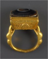 Persian (Islamic) Gold Ring With Protective Eye Gemstone - Archéologie