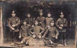 1909 SOLDATENGRUPPE - Zwei Pickelhauben, Gel.1909 - Regimente