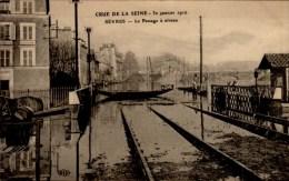 92...CRUE 1910..SEVRES..LE PASSAGE A NIVEAU ..CPA - Sevres