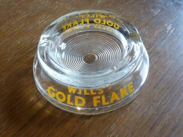 CENDRIER -   WILL'S GOLD FLAKE -   Transparent , Rond: Diamètre:12,5 Cm , Ht: 3,8 Cm , Verre - Cendriers