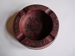 CENDRIER -   SUPER GRENIER BELGE CHARLEROI -   Brun, Rond: Diamètre:15 Cm , Ht: 3,2 Cm , Genre Bakélite Didak - Cendriers