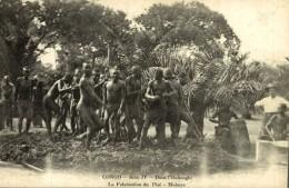 CONGO - DANS L'OUBANGHI - LA FABRICATION DU PISÉ - MOBAYE - Congo Belga - Otros