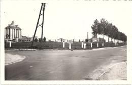 60 - CPSM - LE PLESSIS BELLEVILLE  - Le Silo Et La Route De Soissons - France