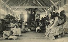 Moanda Et Ses Environs - L'ATELIER DE COUTURE - Congo Belga - Otros