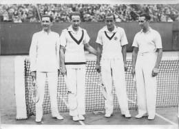 TENNIS - COUPE DAVIS - 1933 - FINALE DOUBLE - BOROTRA, BRUGNON, HUGHES, LEE - PHOT; ROL (13 X 18 Cm). TB - Deportes