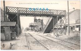 92 BOIS-COLOMBES - Passerelle Et Intérieur De La Gare - Autres Communes
