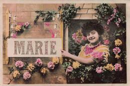 CPA JOLIE JEUNE FEMME NOM PRENOM VIVE MARIE YOUNG LADY NAME NAMESDAY MARIE - Prénoms