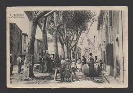 DF / 11 AUDE / TRAUSSE / LES HABITANTS SUR LA VIEILLE PLACE / ANIMÉE / CIRCULÉE EN 1908 - France