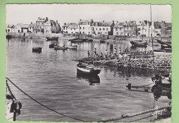 ILE DE SEIN : Port Marée Haute, Quai Des Iliens, Ancienne Cale. Tampon Poupées Reine D'Ys. 2 Scans. Ed Jos, Format CPM - Ile De Sein