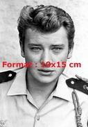 Reproduction D´une Photographie Du Portrait Johnny Hallyday En Militaire En 1964 - Reproductions