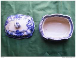 Bonbonniere Ou Vide Poche Coloris Bleue Avec Son Couvercle 13x10 Environ Hauteur Couvercle Compris 8cm - Unsigned