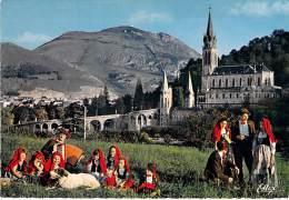 FOLKLORE France ( Vues Diversifiées : Costumes Danse Musique ) Petit Lot De 14 CPSM CPM GF - - Folclore