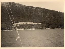 611cci   Espagne Mallorca Formentor Trés Grande Photo (23cm X 17cm)  L' Hotel Vu De La Mer En Sept. 1955 - Non Classés