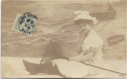 Carte-photo à Situer - Jeune Fille Sur La Plage Avec épuisette. CPH Affranchie De SAINT NAZAIRE En 1906. - Photos