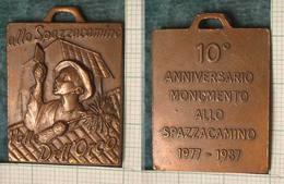 M_p> Medaglia 10° Anniversario Monumento Allo Spazzacamino 1977 - 1987 Valle Orco ( Valli Di Lanzo - Piemonte ) - Italia