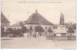 57 . Moselle . Phalsbourg .  Place D ´ Armes . Hotel De Ville . Statue Du Maréchal Mouton . - Phalsbourg