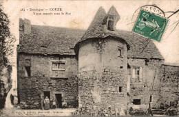 CPA RARE COUZE VIEUX MANOIR SOUS LE ROC - France