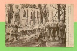 CPA  GUERRE 14-18  ~  2  Prêtre-soldat Bénissant Une Fosse Commune  ( Visé Paris N- 2 )  Animée - Guerre 1914-18