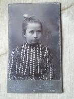D143085  CABINET PHOTO  Child - Little Girl -  Photo Atelier  Sziklai Péter  Arad  Szabadság Tér  16 Szám - Anonieme Personen