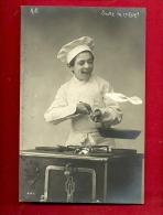 FJA-12 Saute La Crêpe. Jeune Cook Préparant Une Crêpe. Cachet 1902, Précurseur - Non Classés