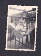 Petite Photo Originale Animée Bebe Depart En Vacances Gare De Paris Austerlitz En 1950 - Places