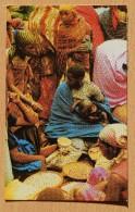 Burundi - Bujumbura - Hôtel Source Du Nil Méridien - Animée : Belle Animation - Costumes Traditionnels - (n°7052) - Burundi