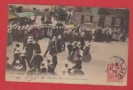 Riec  --  Danse Un Jour De Pardon  --  Déchirure 1 Mm à Gauche - Autres Communes