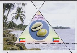 SHELLS SEA        1  Sheet   TRIANGULAR STAMP LIMITED EDITION Mint   CINDERELLA - Coneshells