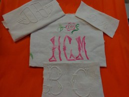 Lot De Monogrammes Decoupes Dans Des Draps -serviettes Ou Autre - Vintage Clothes & Linen