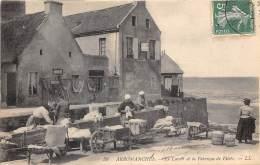 14 - CALVADOS - Arromanches - Le Lavoir Et La Fabrique De Filets - Arromanches
